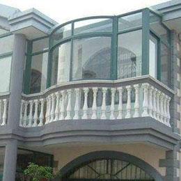 弧形阳台封阳台